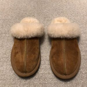 Authentic UGG scufette sheepskin slippers size 6.